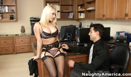 Порно блондинок в черных чулках #6