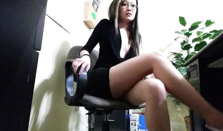 Женщина 33 года секс юбках коротких