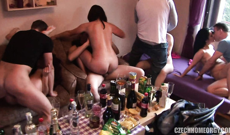 Молодые чехи отмечают праздник пьянкой и дикой оргией