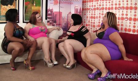 Толстые лесбиянки забавляются групповым сексом