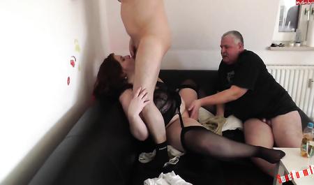 Горячий секс начинающих свингеров на скромной столичной квартире