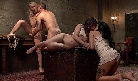 Групповой секс молодого парня с красивыми связанными девушками