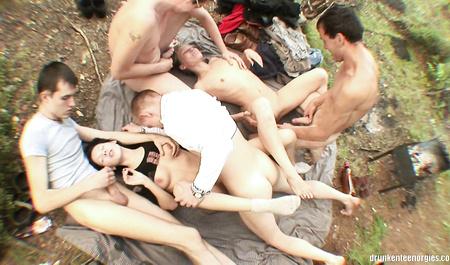 Крутые парни из Челябинска жарят двух симпатичных девушек на природе