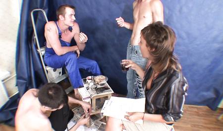 Русские строители напоили и трахнули во все дырки молодую иностранку