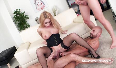 Посмотреть видео где красивую блондинку во все дыры трахает парень — img 8