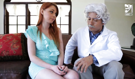 Гениальный профессор жестко дрючит смазливую рыжую барышню