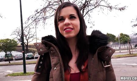 Чешский парень снимает на видео грубый секс с грудастой студенткой