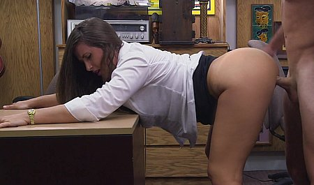 Бурный секс любовников в рабочем кабинете